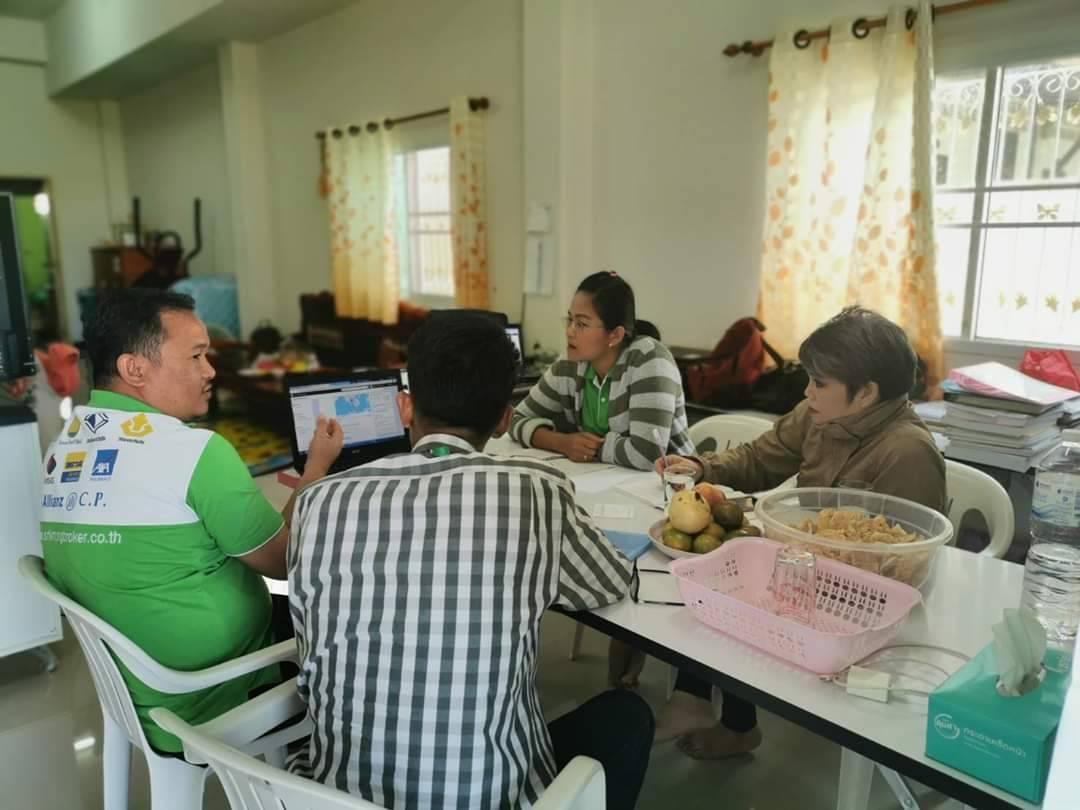 สนุกสนานกันเลยทีเดียวทีมนี้ ช่วงเช้าเรียนการทำการตลาดออนไลน์ ช่วงเย็นไปตลาดนัด ค่ำๆประชุมออนไลน์